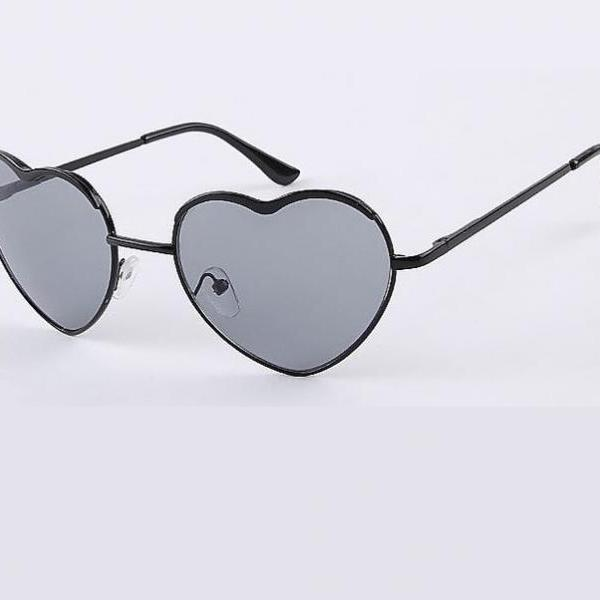 Heart shape lenses black woman sunglasses