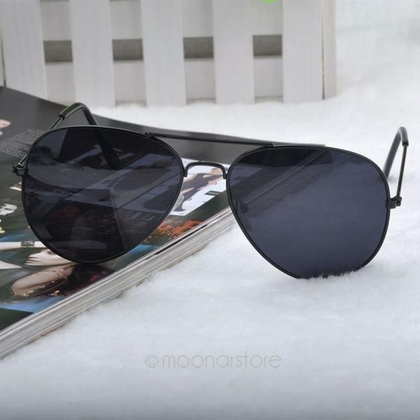 Summer pilot fashion elegant black woman sunglasses